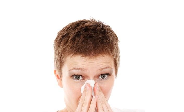 ¿Utilizas lentillas? Evita los síntomas de alergias oculares en primavera