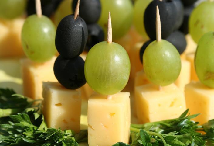 Brochetas de queso y uvas exprés
