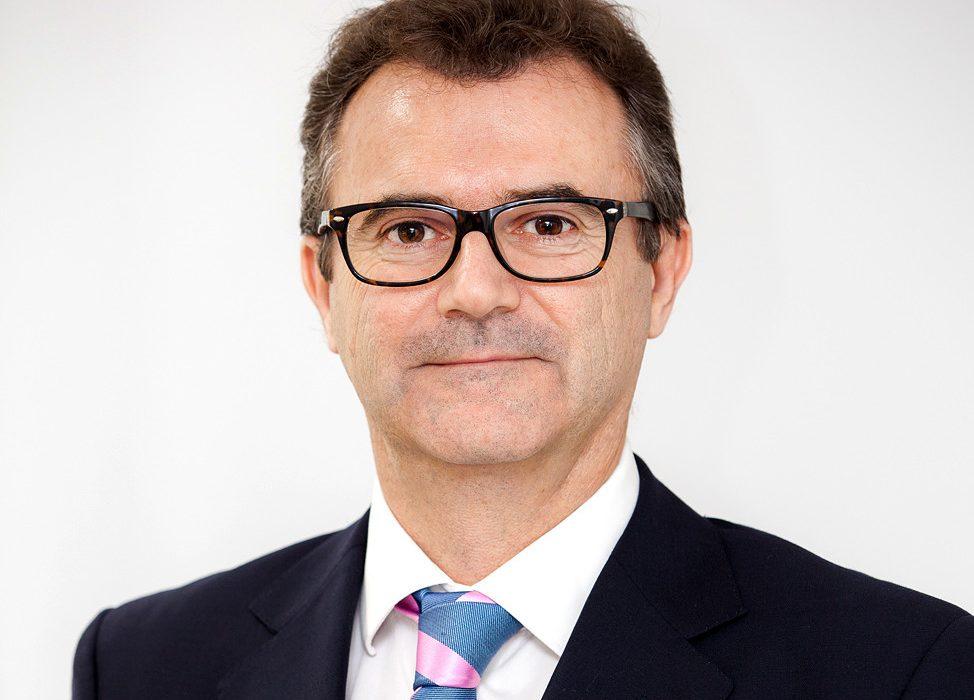 """Entrevista al Dr. José Salvador: """"El lifting facial es ideal para corregir signos moderados de envejecimiento y descolgamiento"""""""