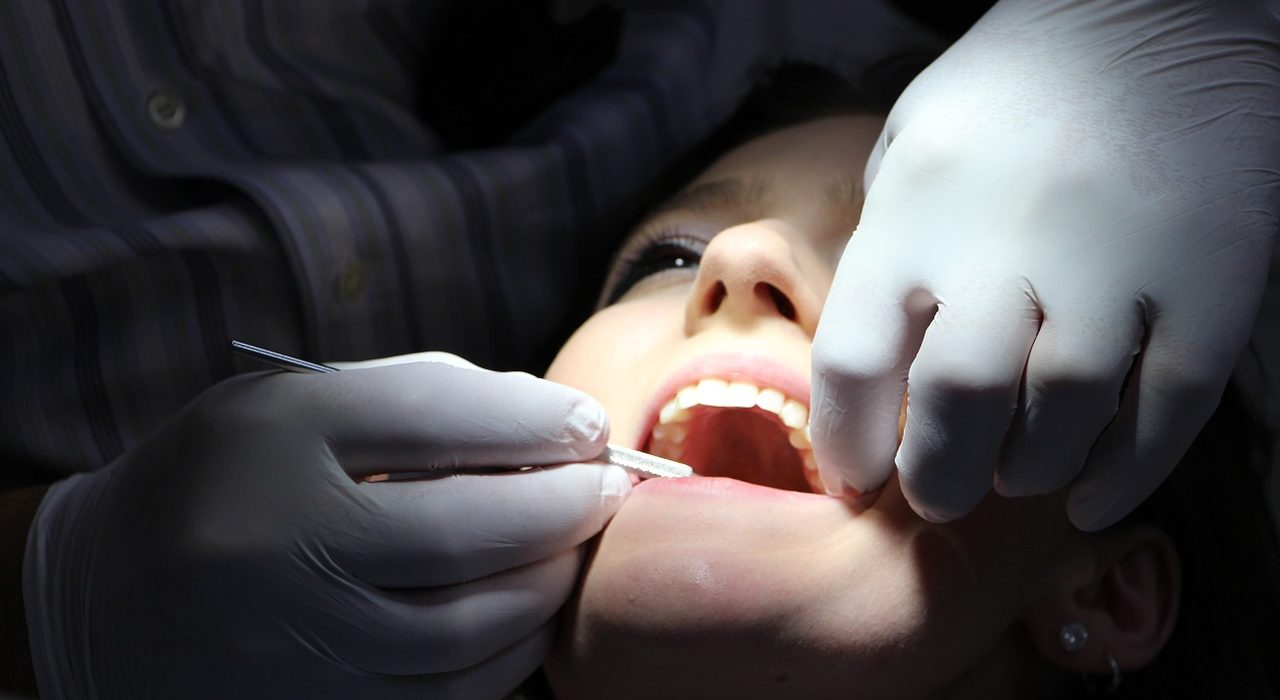 Short Teeth: an Aesthetic Problem with Solution