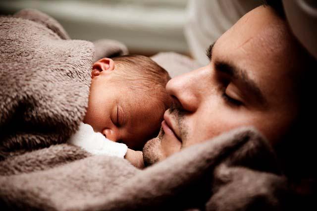 Plagiocefalia o cabeza plana: cuida la postura de tu bebé