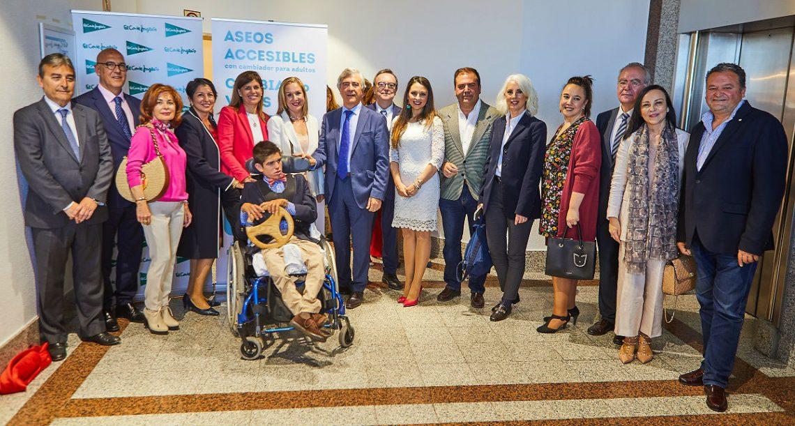 Alicante inaugura el primero aseo accesible con cambiador para adultos en España