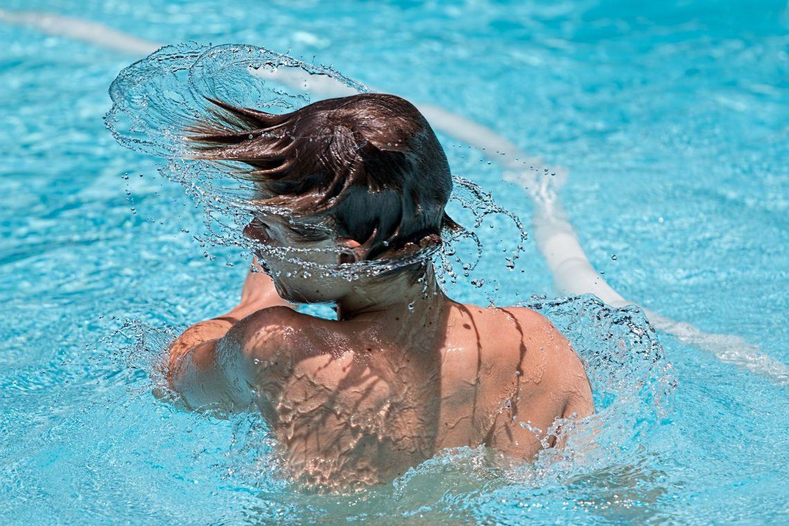 6 claves para proteger tus oídos durante el verano