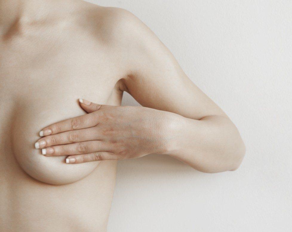 Dr. Rafael Fraile: las revisiones de mama deben hacerse desde que la mujer empieza su época fértil