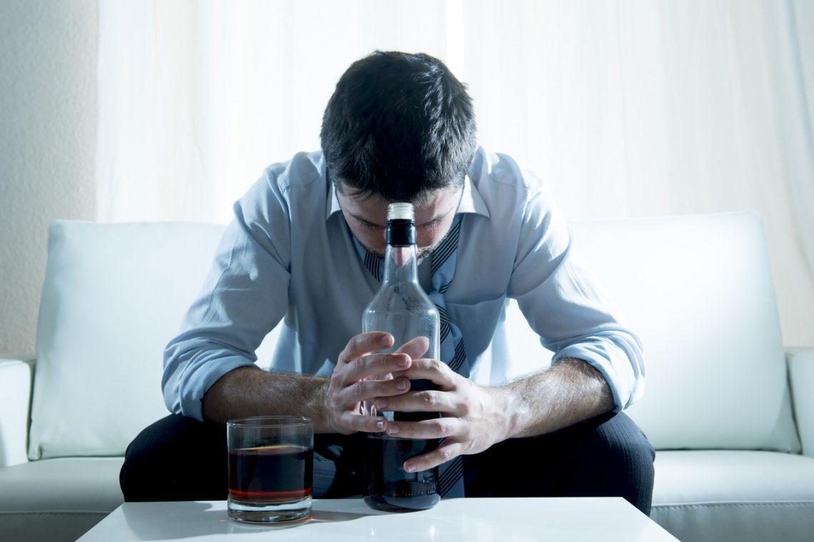 ¿Tengo un problema con el alcohol?: síntomas de adicción