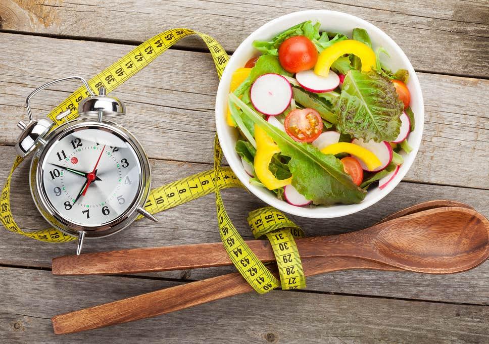 ¿Comer y cenar tarde engorda?: Crononutrición